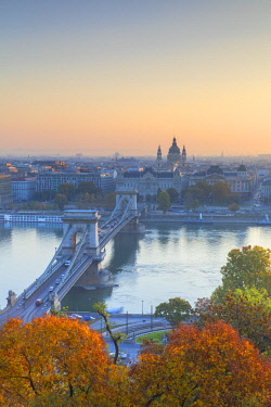 HUN1703AWRF Chain Bridge (Szechenyi Bridge) and River Danube at sunrise, Budapest, Hungary