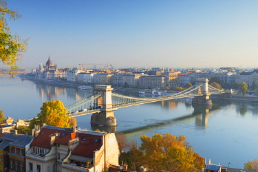 HUN1710AWRF Chain Bridge (Szechenyi Bridge) and Parliament Building, Budapest, Hungary