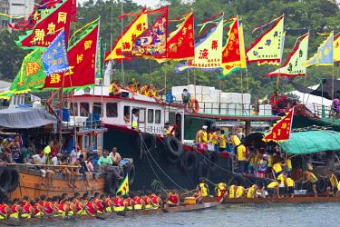 CH11698AW Teams of dragon boat races, Aberdeen, Hong Kong Island, Hong Kong