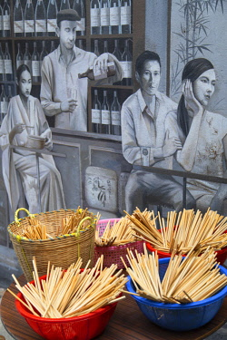 CH11714AW Mural and outdoor food stall, Elgin Street, Soho, Central, Hong Kong Island, Hong Kong, China