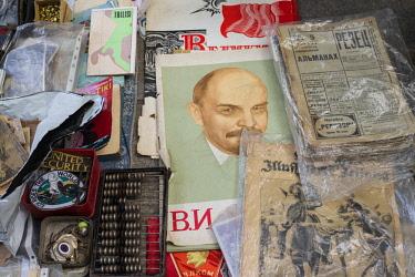 GG01268 Georgia, Tbilisi, Dry Bridge Market, souvenir market, Lenin sounenirs