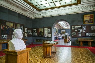 GG01274 Georgia, Gori, Stalin Museum dedicated to former Soviet dictator Joseph Stalin, bust of Stalin