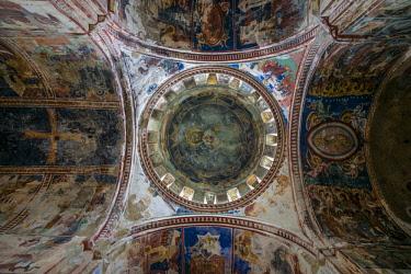 GG01293 Georgia, Kutaisi, Gelati Monastery, church interior