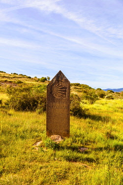 SPA8573 Spain, Navarre. Stone sign of the Camino di Santiago entering the Region of Navarre on the trail of the Camino Aragones towards Santiago de Compostela on the way to reach the Camino Frances at Puenta...