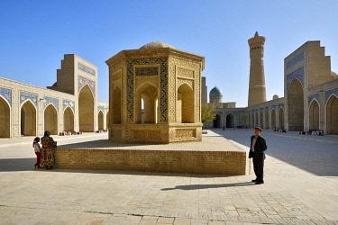 UZB0210AW Kalon mosque and minaret. Bukhara, a UNESCO World Heritage Site. Uzbekistan