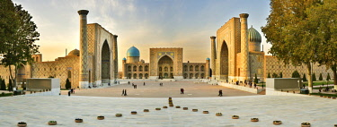 UZB0218AW The Registan square and its three madrasahs. From left to right: Ulugh Beg Madrasah, Tilya-Kori Madrasah and Sher-Dor Madrasah. A Unesco World Heritage Site, Samarkand. Uzbekistan