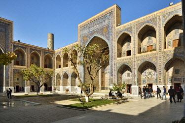 UZB0220AW Ulugh Beg Madrasah, Registan. A Unesco World Heritage Site, Samarkand. Uzbekistan