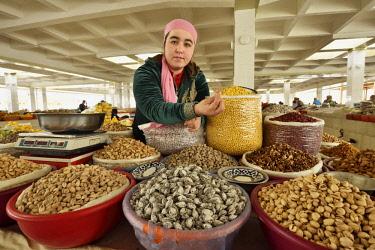 UZB0230AW Uzbek dried fruits seller at the Siyob Bazaar. Samarkand, a UNESCO World Heritage Site. Uzbekistan