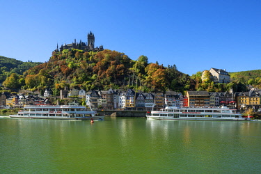 GER11516AWRF Reichsburg with river Mosel and Cochem, Mosel valley, Rhineland-Palatinate, Germany
