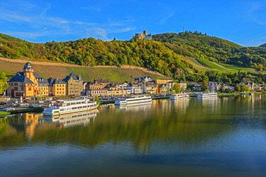 GER11471AW Bernkastle-Kues with Landshut castle, Mosel valley, Rhineland-Palatinate, Germany