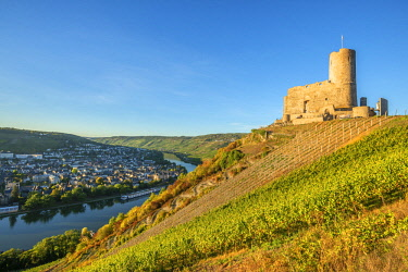 GER11473AW Landshut castle, Bernkastel-Kues, Mosel valley, Rhineland-Palatinate, Germany
