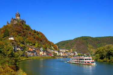 GER11478AW Reichsburg with river Mosel and Cochem, Mosel valley, Rhineland-Palatinate, Germany