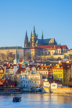 CZ064RF Czech Republic, Prague, Mala Strana and Prague Castle across River Vlatava