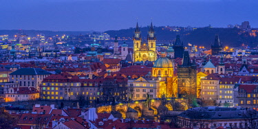 CZ068RF Czech Republic, Prague, Old Town, Stare Mesto, including Charles Bridge (Karluv Most) and Church of Our Lady Before Tyn