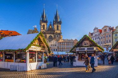 CZ01476 Czech Republic, Prague, Old Town, Stare Mesto, Old Town Square, Staromestske namestí, Tyn Church, Christmas Markets