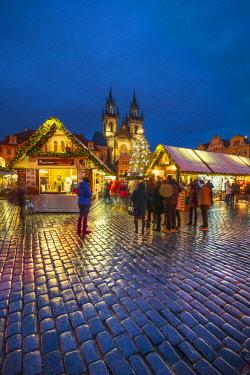 CZ01482 Czech Republic, Prague, Old Town, Stare Mesto, Old Town Square, Staromestske namestí, Tyn Church, Christmas Markets