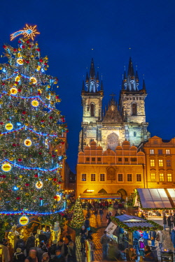 CZ01483 Czech Republic, Prague, Old Town, Stare Mesto, Old Town Square, Staromestske namestí, Tyn Church, Christmas Markets