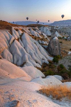 TUR1004 Turkey, Cappadocia, Goreme, Hotair ballooning at dawn