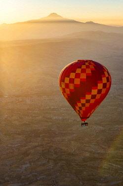 TUR1011 Turkey, Cappadocia, Goreme, Hotair ballooning at dawn