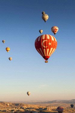 TUR1015 Turkey, Cappadocia, Goreme, Hotair ballooning at dawn