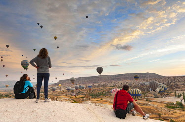 TUR1024 Turkey, Cappadocia, Goreme, Hotair ballooning at dawn