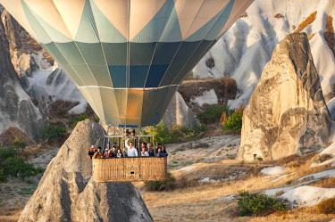 TUR1026 Turkey, Cappadocia, Goreme, Hotair ballooning at dawn