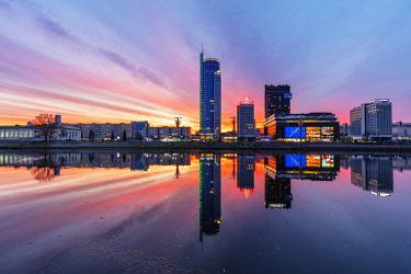 BLR0046 Europe, Belarus, Minsk, Trinity Suburb & Central Minsk, sunset on Svislach river