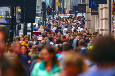 UK11652 UK, England, London, West End, Regent Street, Crowds