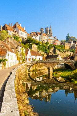 FRA10911AW France, Bourgogne-Franche-Comte, Burgundy, Cote-d'Or,  Semur-en-Auxois.