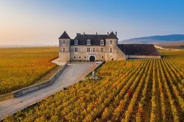 FRA10990AW France, Bourgogne-Franche-Comte, Burgundy, Cote-d'Or, Vougeot. Clos de Vougeot and its vineyards.