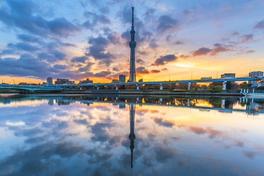 JAP1511AW Tokyo Skytree and Sumida river, Tokyo, Kanto region, Japan.