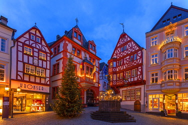 GER11535AW Christmas market at Bernkastel-Kues, Rhineland-Palatinate, Germany