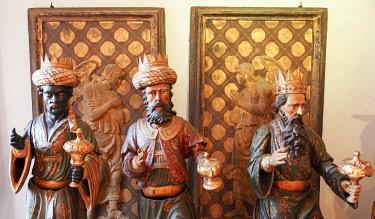 ITA13436AW Three Wise Kings waiting für the 6th of January, Clock tower, Venice, Veneto; Italy, Europe.