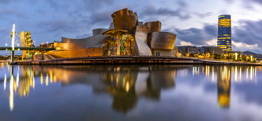 SPA8662AW Spain, Basque Country Region, Vizcaya Province, Bilbao, Guggenheim Museum by architect Frank Gehry. View at sunset