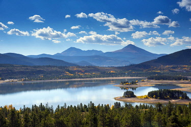 US13330 USA, Frisco, Colorado, Rocky Mountains, Lake Dillon, Tenmile Range, Peak 1 On The Right, Mount Royal On The Left