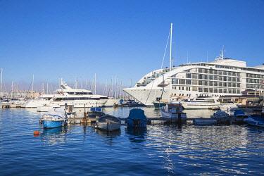 GB01126 Gibraltar, Ocean Village, Marina bay, Sunborn super-yacht 5 star hotel