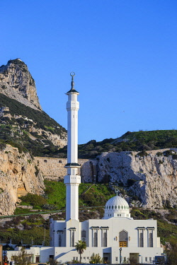 GB01144 Gibraltar, Europa Point, Mosque of the Two custodians infront of the Rock of Gibraltar