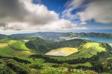 CLKFV99402 Portugal, Azores archipelago, Sao Miguel island, Sete Cidades, Boca do Inferno viewpoint, view over Lagoa Santiago and Lagoa Azul crater lakes