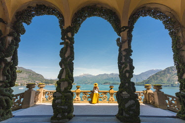 CLKGA94821 Tourist admiring Como lake view from the loggia of the villa del Balbianello on Punta di Lavedo, Lenno, Como province, Lombardy, italy (MR)