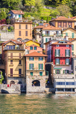 CLKGA94857 Close up of the colourful typical houses of Varenna village on Lake Como, Lecco province, Lombardy, Italy