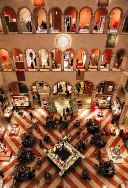 ITA13538AW Inside View of the Luxury Shopping Center Fondaco dei Tedeschi, at Christmas time, Venice, Veneto, Italy, Europe.