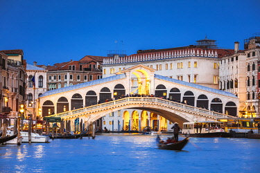 ITA13575AW Rialto bridge and gondola on the Grand Canal at dusk, Venice, Italy