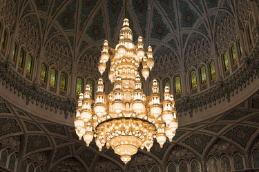 OMA2823AWRF Oman, Muscat, the Swarovski crystal chandelier inside the main prayer hall of the Sultan qaboos grand mosque