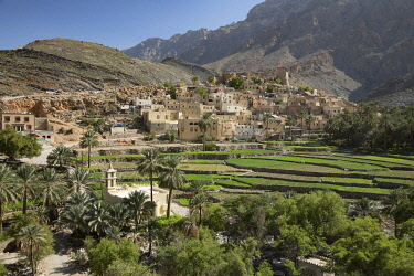 OMA2883AW Oman, Dakhiliyah Governate, Jebel Hajar, Balad Sayt (Bilad Sayt). The remote village surrounded by green terraces and palm trees  lies deep in the Jebel Hajar.