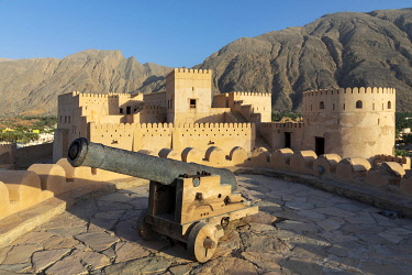 OMA2899AW Oman, Al-Batinah Region, Nakhal, Nakhal Fort and cannon located at the foot of Jebel Nakhal