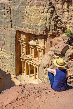 JOR0552AW Jordan, Ma'an Governorate, Petra. UNESCO World Heritage Site. A female tourist overlooking Al-Kazneh, the Treasury. (MR)
