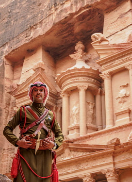 JOR0899AW Jordanian Army Soldier in front of The Treasury, Al-Khazneh, Petra, Ma'an Governorate, Jordan (MR)