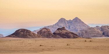JOR0922AW Wadi Rum at dawn, Aqaba Governorate, Jordan