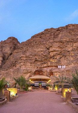 JOR1187AW Hasan Zawaideh Camp at dusk, Wadi Rum, Aqaba Governorate, Jordan