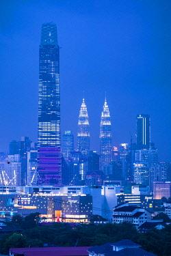 MY01362 Exchange 106 (tallest building in Malaysia in 2019) & Petronas Towers, KLCC, Kuala Lumpur, Malaysia